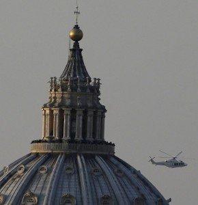 il Papa in volo da Roma a Castelgandolfo (L'elicottero è passato sopra casa mia, ma non l'ho potuto vedere) dans immagini sacre 182244499-0832d082-8942-46ad-9e73-536d87e5e442-290x300